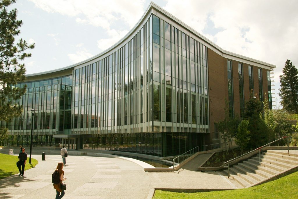 Thông tin Đại học Thompson Rivers University (TRU): Ngành học, học phí & đánh giá