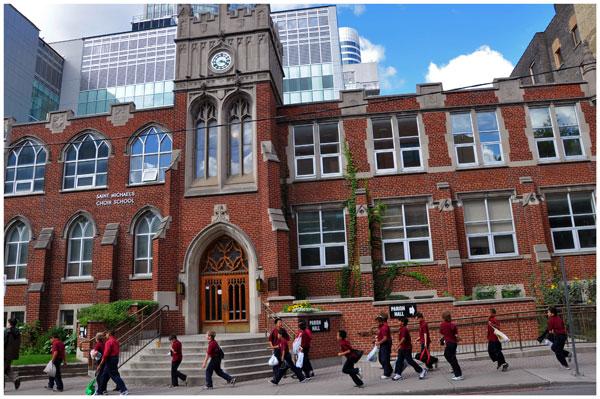 Thông tin Toronto Catholic District School Board: Ngành, học phí & đánh giá