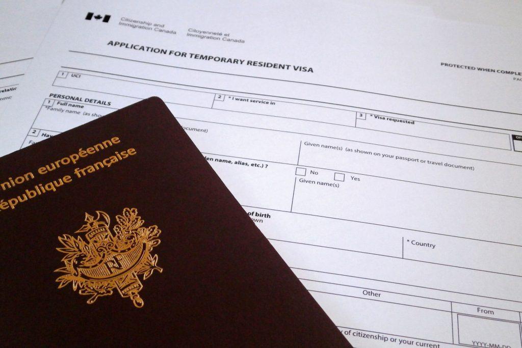 Tải form xin visa, brochure