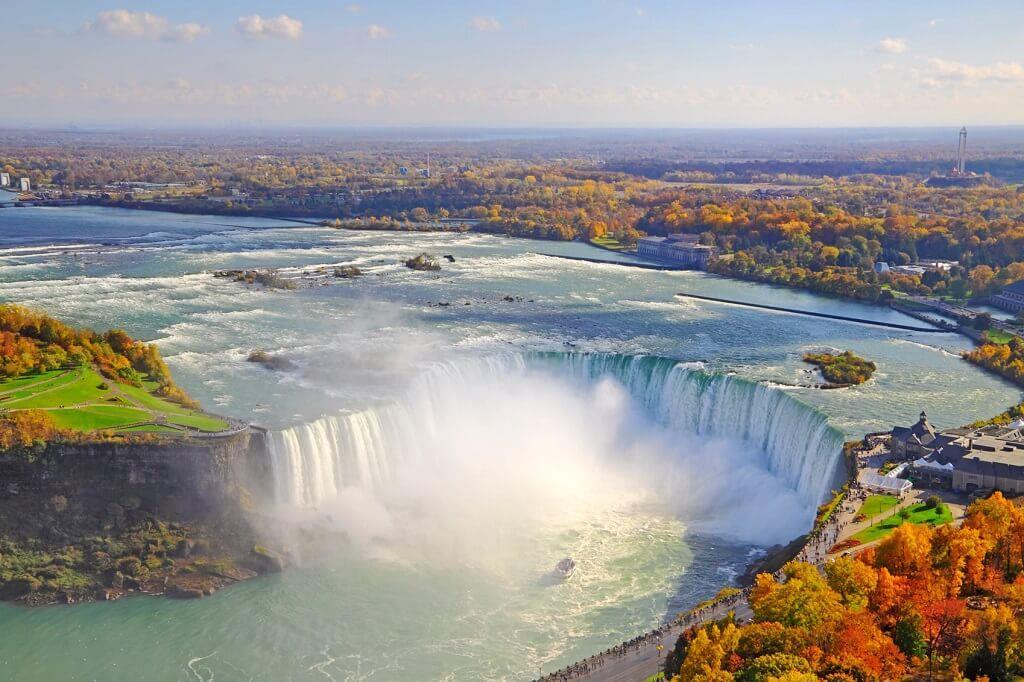 Thác Niagara khác lạ nhìn từ hai phía Mỹ và Canada